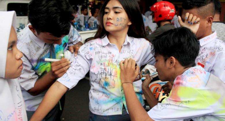 Ngakak Bin Ngeselin, 8 Meme Kelakuan Anak Sekolah Ini di Jamin Bikin Hati Meringis