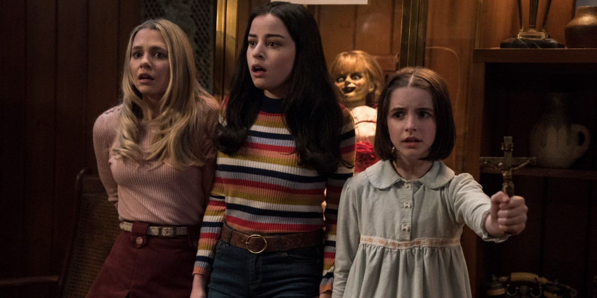 Madison-Iseman-Katie-Sarife-and-Mckenna-Grace-in-Annabelle-Comes-Home