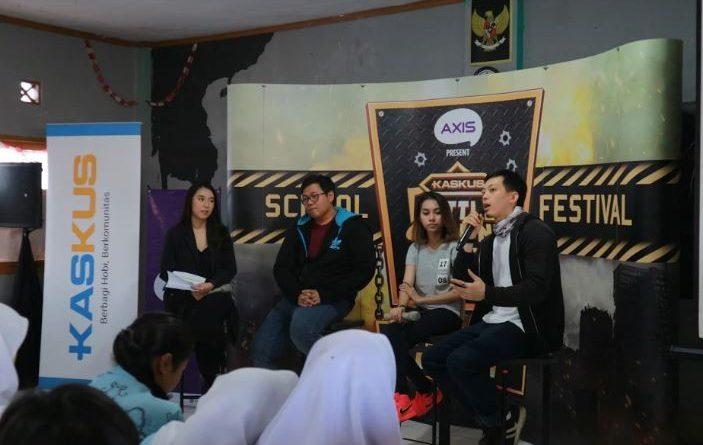 Sesi Talkshow KASKUS Battleground Owsem School Festival di SMA Nasional Bandung bersama Arnold Lukito, Icha Mochalatte dan Ridwan Gunawan Brand Manager Games KASKUS