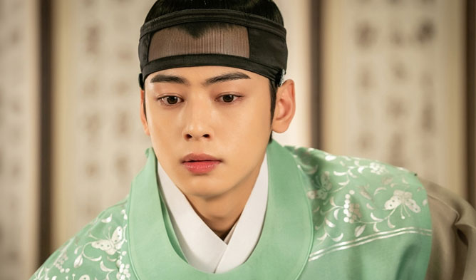 "More Pictures Of Cha EunWoo Being An Handsome Prince In Upcoming ""Rookie Historian Goo Hae Ryung"""